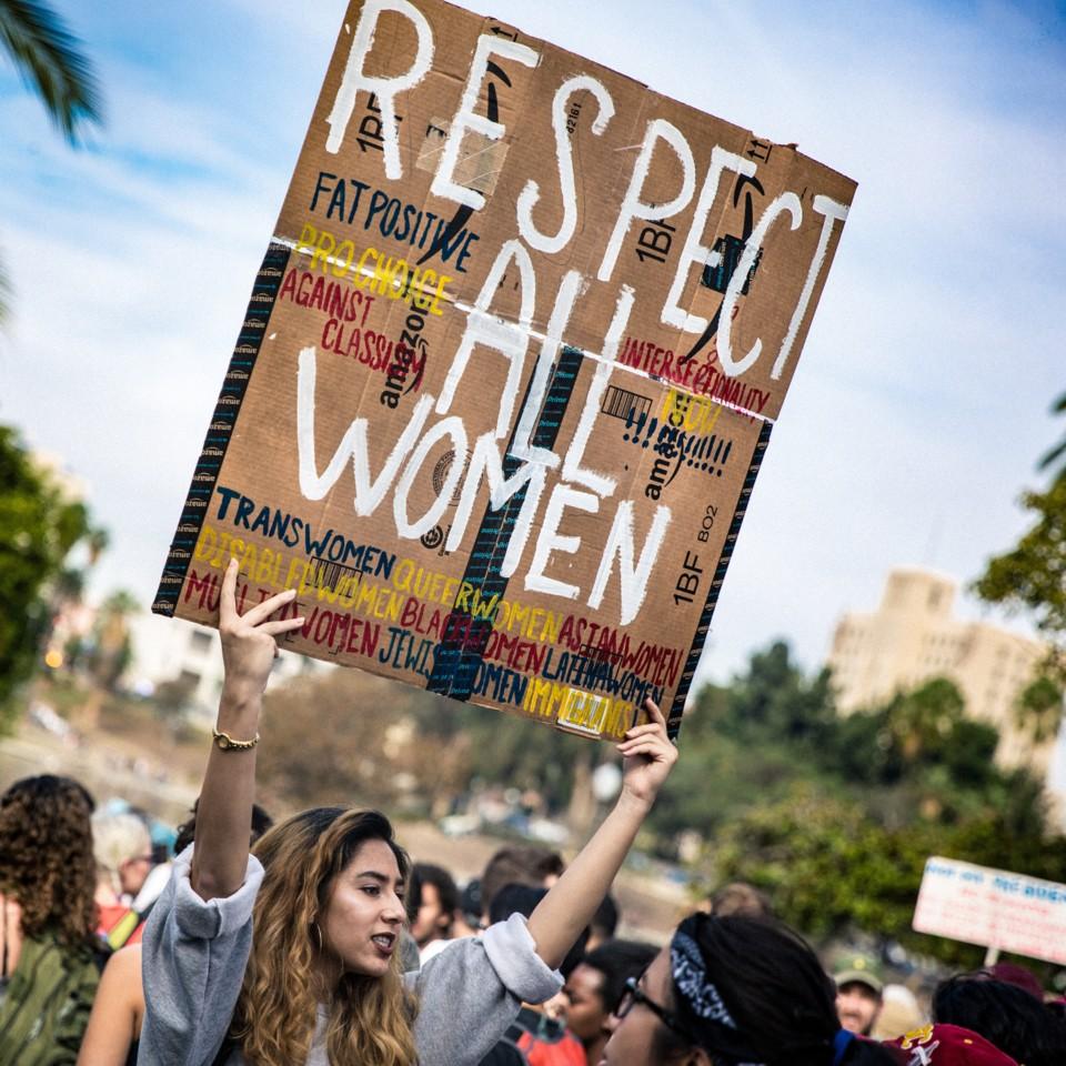 Mujer en manifestación feminista